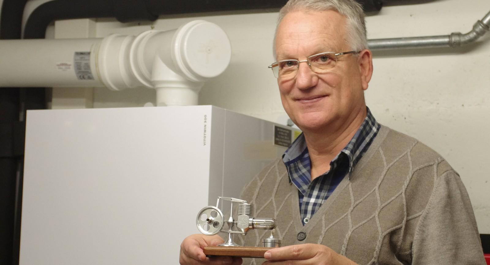 Hans Pauli, Mitgründer des Schweizerischen WKK-Verbands und Vorstandsmitglied von V3E, ist vom Stirling-Konzept überzeugt. Vor drei Jahren liess er ein entsprechendes Gerät in seinem Zweifamilienhaus einbauen.