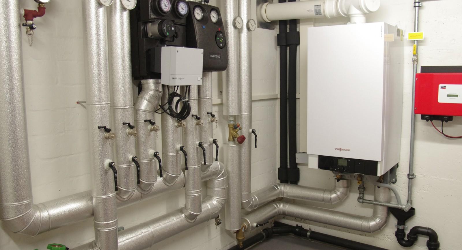 Das kompakt gestaltete Stirling-Gerät versorgt das Zweifamilienhaus mit Wärme und im Winterhalbjahr mit Strom.
