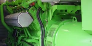 Der 12-Zylinder-Motor von Jenbacher basiert auf 50 Jahren Erfahrung des Unternehmens, weist rund 29 Liter Hubraum auf und erreicht einen Gesamtwirkungsgrad von über 83 Prozent.