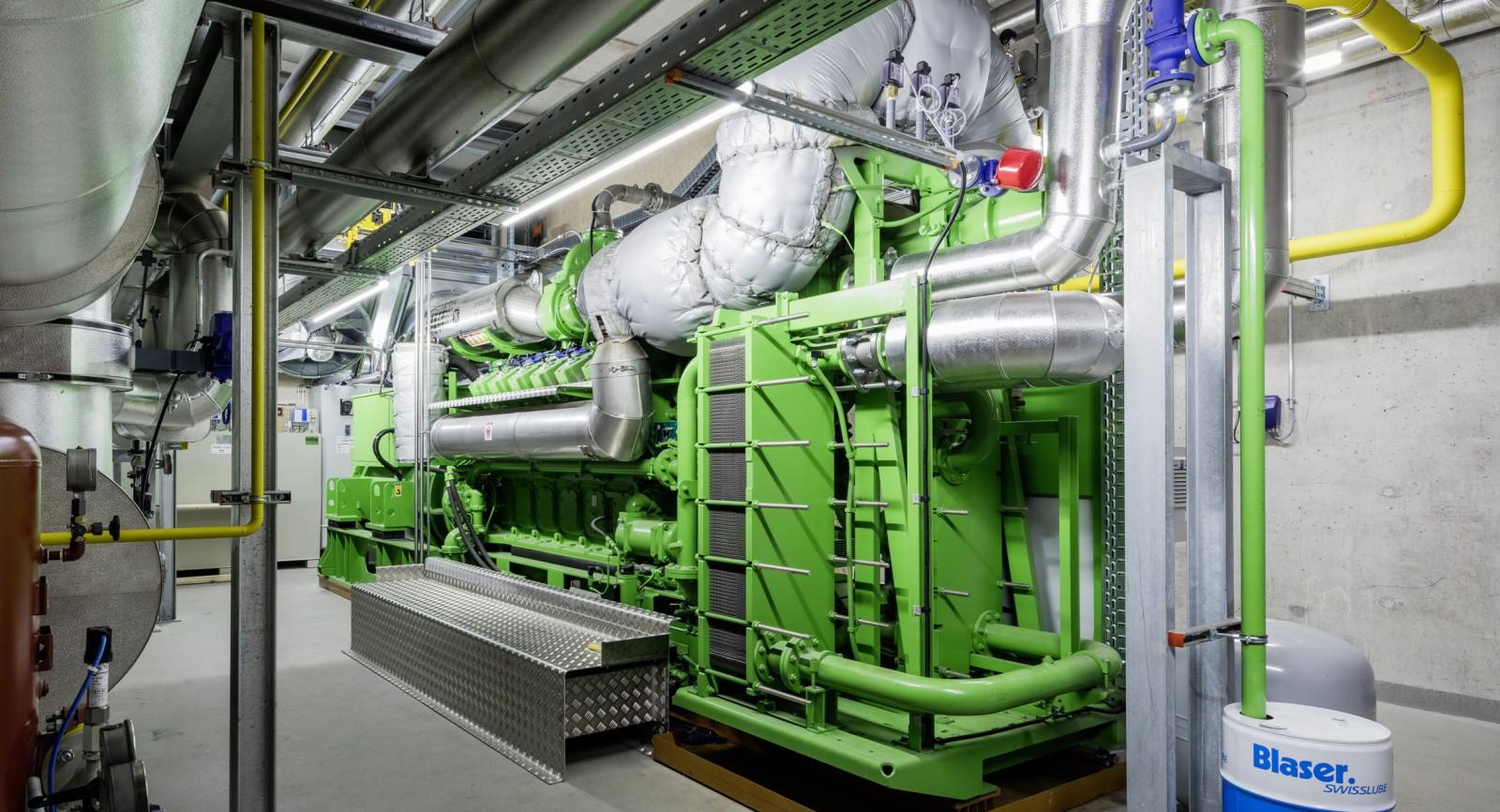 Gross-BHKW in der Fernwärmezentrale Au mit elektrischer und thermischer Leistung von je ca. 2 MW.