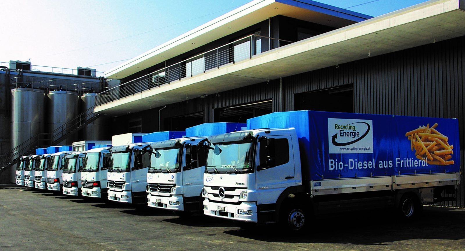 Die Lastwagen der Recycling Energie AG dienen der Logistik der biogenen Abfallstoffe und werden mit dem daraus gewonnenen Biodiesel betrieben. Bild: Recycling Energie AG