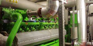 Jeder der beiden Gasmotoren ist mit 20 Zylinder ausgestattet und erreicht sowohl eine elektrische als auch thermische Leistung von ca. 1 MW.