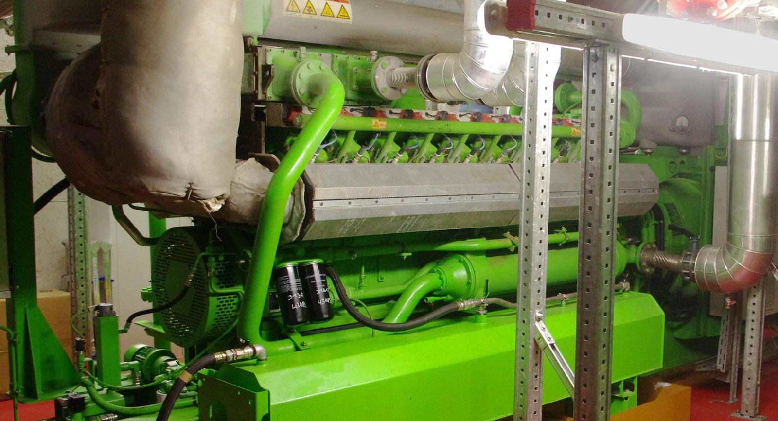 Die in den Gasmotoren erzeugte Wärme wird mit einer Vorlauftemperatur von 90 °C geliefert und sowohl als Fernwärme als auch für die verschiedenen internen Prozesse genutzt.