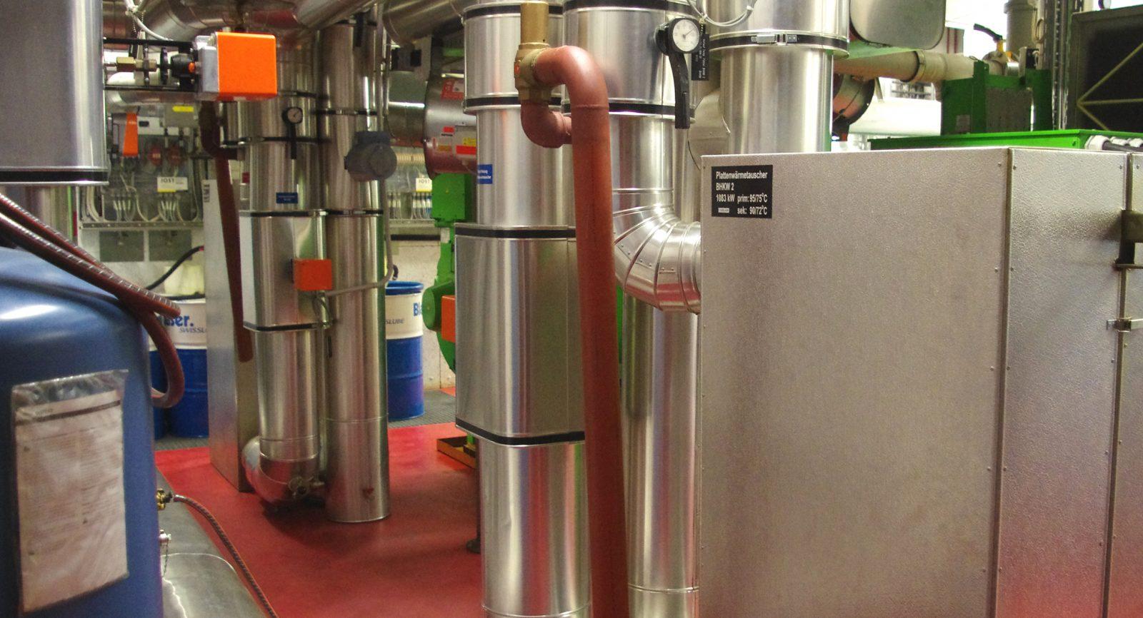 Jedem Blockheizkraftwerk ist für die Trennung zum ersten Wärmekreislaufs ein Plattenwärmetauscher zugeordnet.