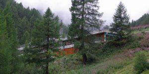 Les fermenteurs primaire et secondaire, le stockage du digestat et le stockage du gaz ont été intégrés dans un bâtiment annexe et satisfont aux exigences très strictes de Zermatt, haut-lieu touristique.