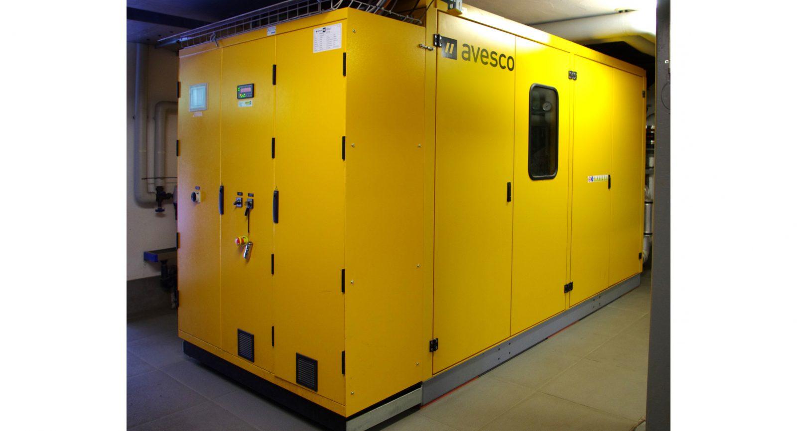 Das Blockheizkraftwerk der Matterhorn Biogas Power AG arbeitet rund um die Uhr, meistens im Teillastbetrieb, und sorgt für eine kontinuierliche Biostrom-Produktion.