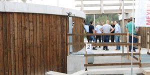 Die Biogasanlage mit Blockheizkraftwerk auf dem Landwirtschaftsbetrieb von Joachim und Monique Harder in Kirchberg SG wird hauptsächlich mit Gülle und Mist von der eigenen Tierhaltung auf dem Hof gespeist.