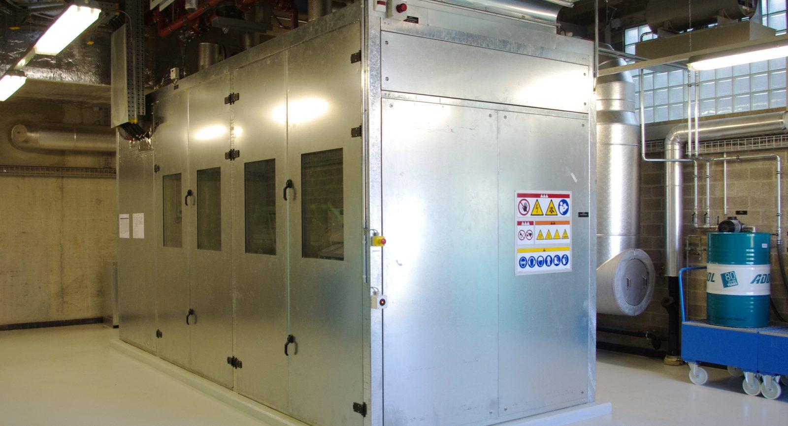 Das 12-Zylinder-BHKW bietet eine elektrische Leistung von 548 kW und ermöglicht einen hohen Eigenversor-gungsgrad der ARA.