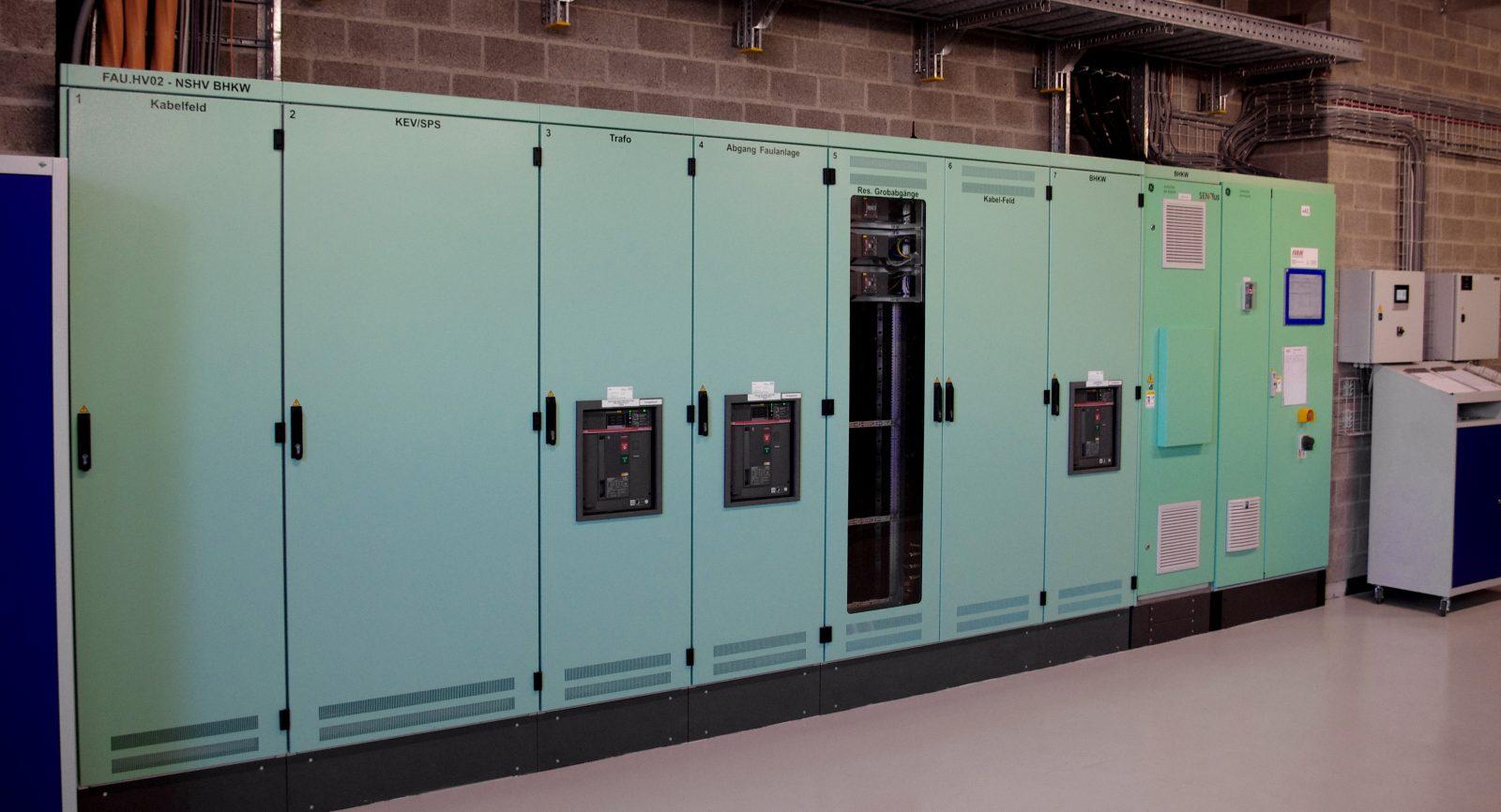 Aufgrund der neuen gesetzlichen Regelungen und der höheren elektrischen Leistung der Energiezentrale mussten die elektrischen Steuerungen und Transfor-matoren angepasst werden.