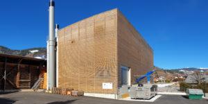 Seit Herbst 2019 ist die erneuerte Energiezentrale in Betrieb, um das Fernwärmenetz in Charmey weiter mit erneuerbarer Energie zu versorgen.