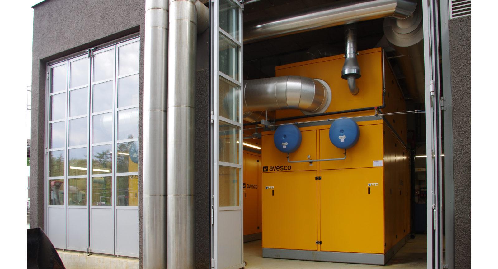 Zwei Blockheizkraftwerke mit je 16-Zylinder und einer maximalen elektrischen Leitung von 824 kW stehen im Einsatz, um das erzeugte Klärgas in Wärme und Strom umzuwandeln.